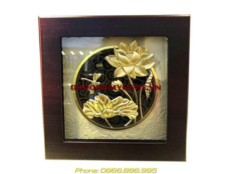 Tranh hoa sen và con chuồn chuồn dát vàng để bàn làm quà tặng đối tác