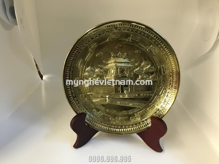 Đĩa chạm đồng chùa 1 cột Hà Nội làm quà tặng văn hóa đối ngoại