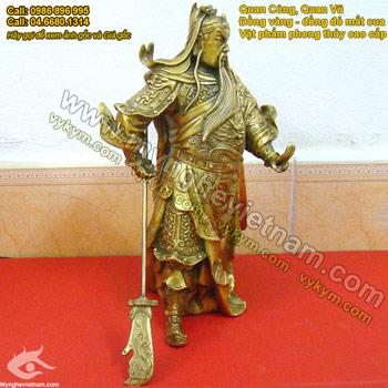 Tượng quan vân trường đứng cầm đao bắt quyết chấn địa cao 25cm, tượng quan công nhị ca đúc bằng đồng vàng. Tượng dùng trong chấn trạch phong thủy và cầu tài lộc