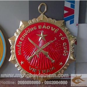 Sản xuất mặt huân chương bảo vệ tổ quốc mô hình treo tường đk 80cm