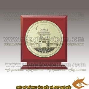 Sản xuất và khắc logo, tên công ty lên đĩa làm quà tặng