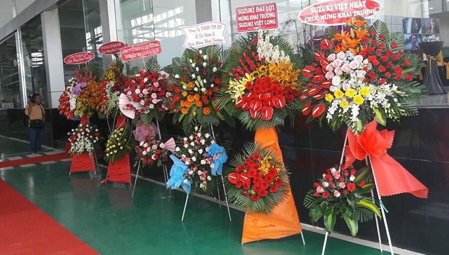 Các dối tác gửi hoa chúc mừng trong ngày khai trương showroom ô tô Suzuki Việt Long