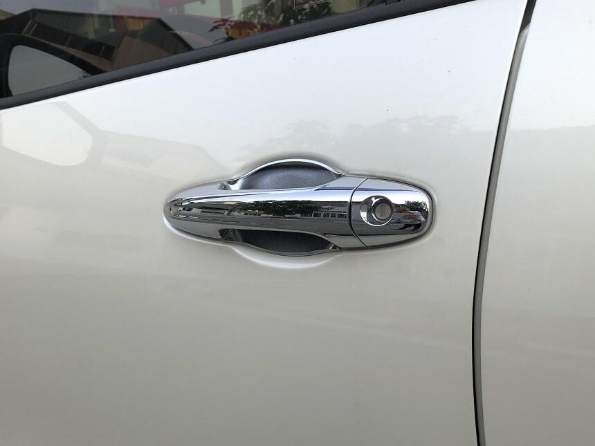 Tay nắm cửa tích hợp khóa cửa thông minh của xe