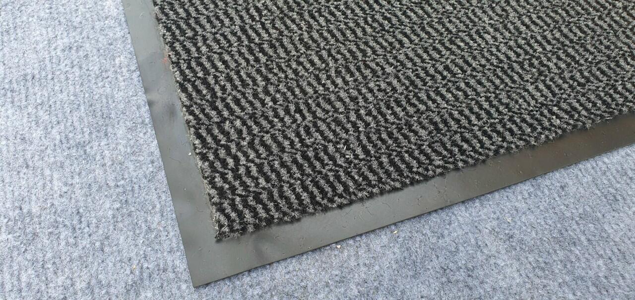 thảm chùi chân đặt ở sảnh