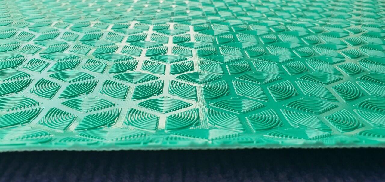 thảm nhựa chống trơn mùa mưa