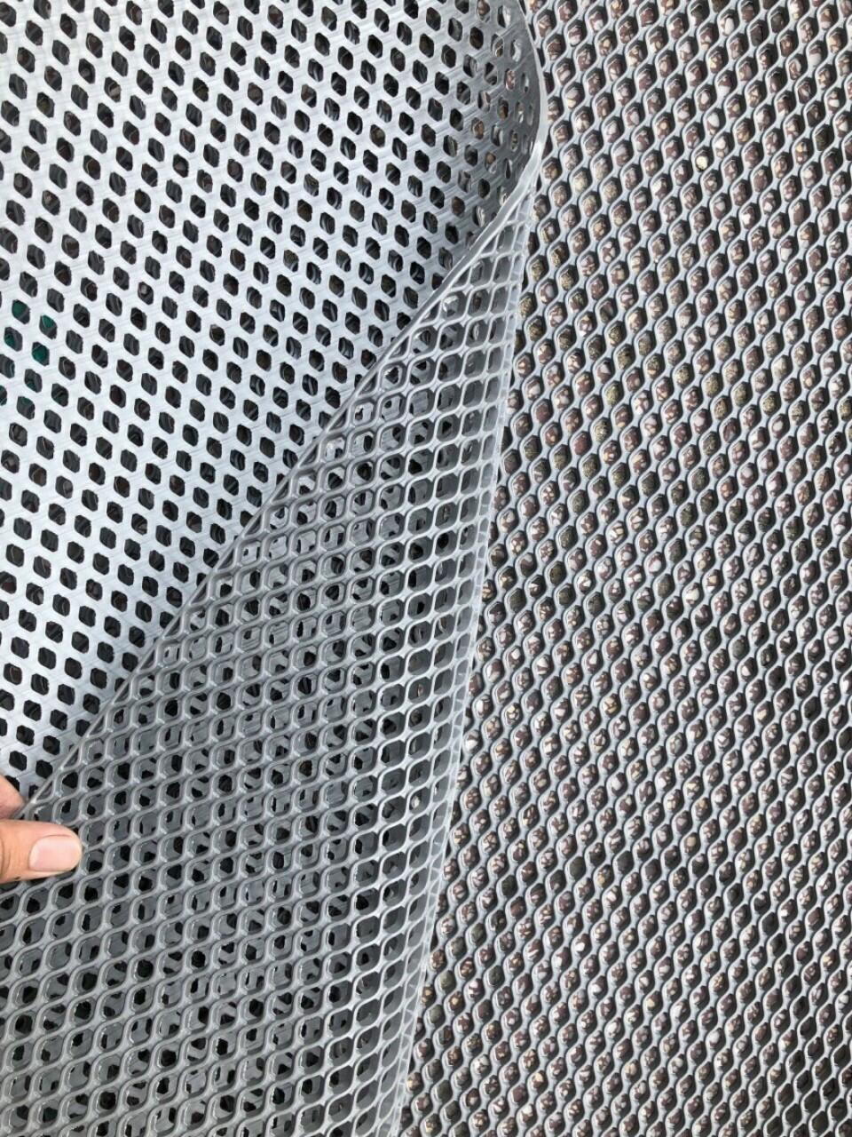 thảm nhựa lưới lót hồ bơi ngoài trời