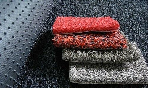 Thảm nhựa rối dày có thể đặt tại cửa ra vào với mục đích chùi chân, trong thang máy.