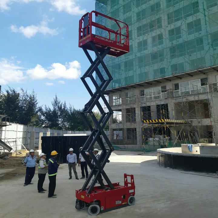 Thang nâng người ziczac 6m tải 380kg tự hành của Noblelift