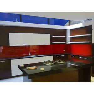 Thi công lắp đặt kính màu ốp bếp tại Quận 4, tphcm