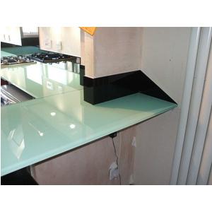 Thi công lắp đặt kính màu ốp mặt bàn bếp tại Quận Gò Vấp, Tp HCM