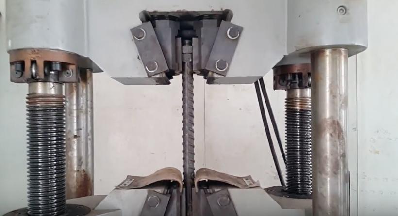 Thí nghiệm kéo thép bằng máy kéo thép