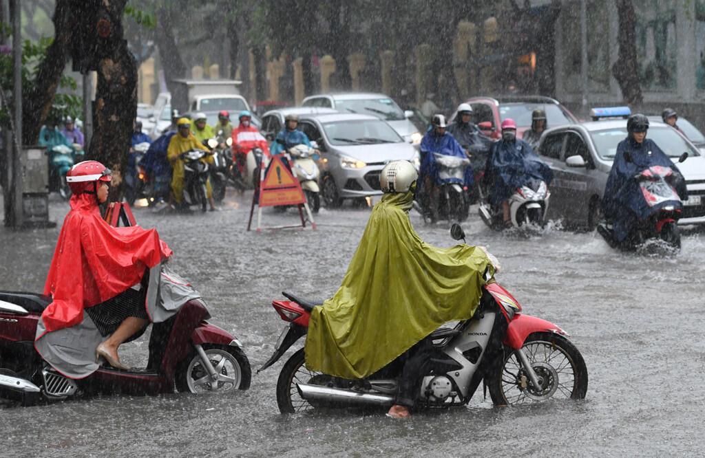 Hạ tầng là một trong những yếu tố ảnh hưởng đến quyết định mua ôtô của người Việt Nam. Ảnh: AFP.