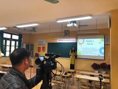Thiết bị dạy học trực tuyến tại nhà, Dạy học online
