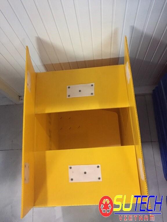 Thùng nhựa carton màu vàng