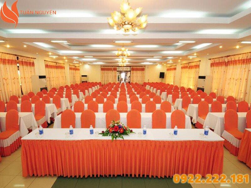 Nơi cho thuê bàn ghế giá rẻ Quận 9, TP.HCM - Tuấn Nguyễn