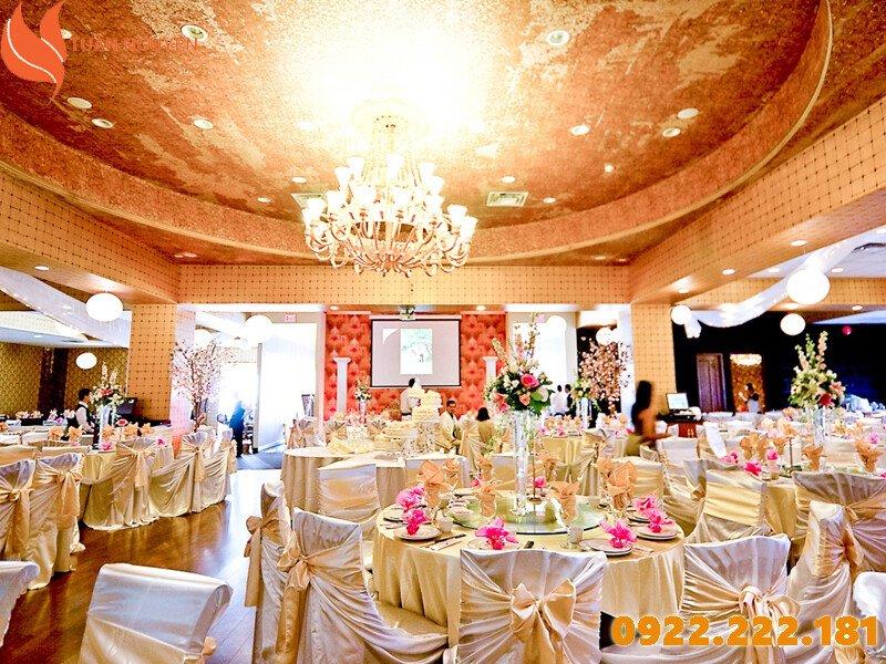Nơi cho thuê bàn ghế giá rẻ tại TP.HCM - Tuấn Nguyễn