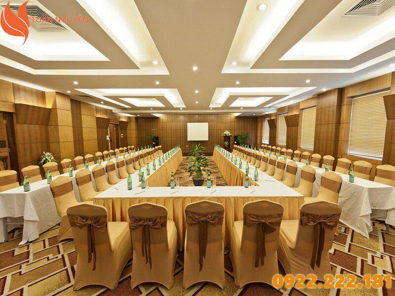 Cho thuê bàn ghế giá rẻ tại Quận Thủ Đức, HCM