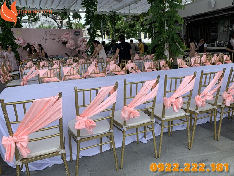 Những màu sắc hợp phong thủy Nam Canh Thìn 2000