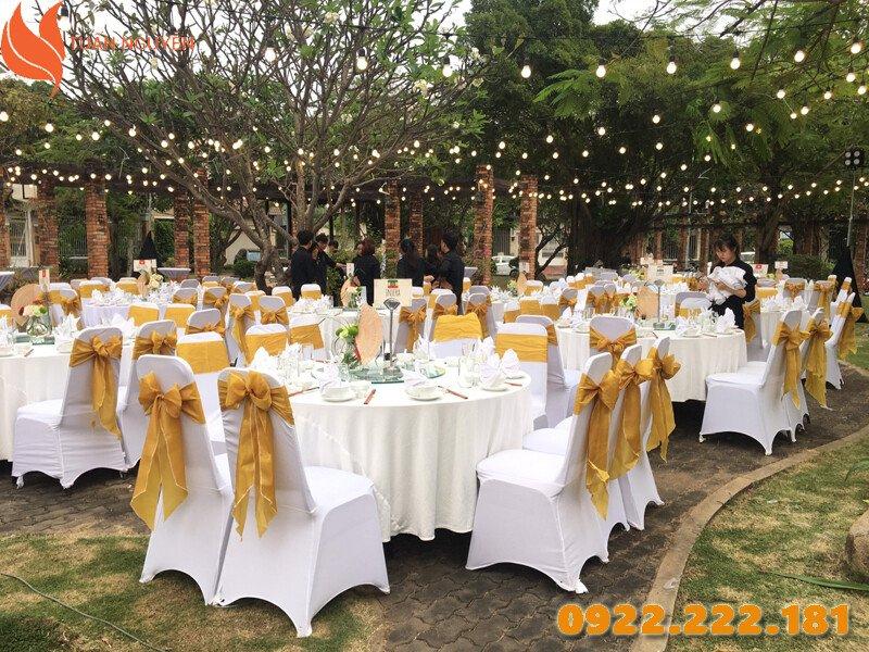 Màu sắc bàn ghế đám cưới hợp mệnh kim
