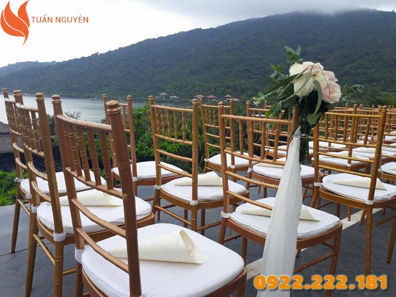 Lựa chọn màu sắc bàn ghế hợp mệnh sẽ giúp hôn nhân thêm trọn vẹn