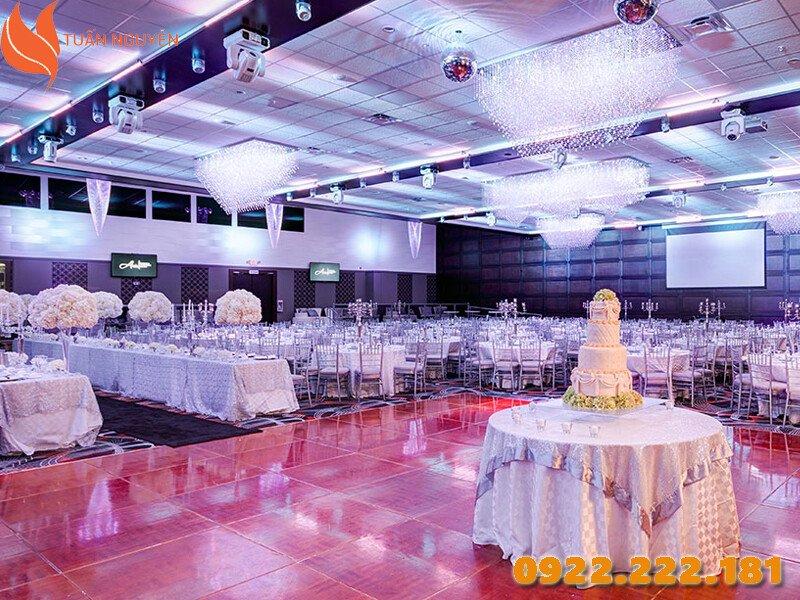 Màu sắc đám cưới không hợp phong thủy Nam Tân Tỵ 2001