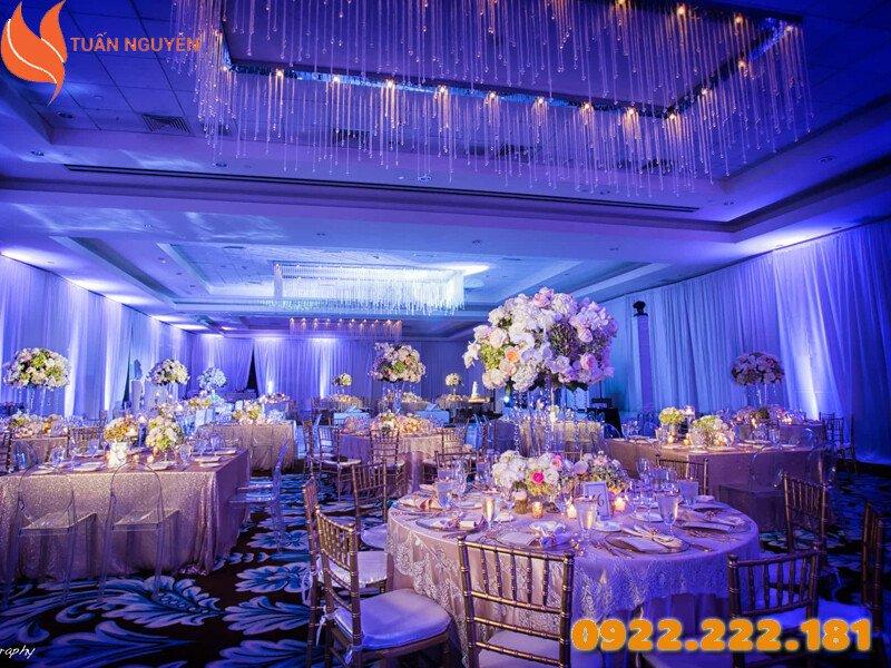 Cho thuê ghế Tiffany, Chiavari màu bạc giá rẻ - Giá chỉ từ 55.000đ