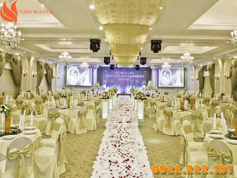 Cho thuê bàn ghế đám cưới giá rẻ, chuyên nghiệp và uy tín - Tuấn Nguyễn