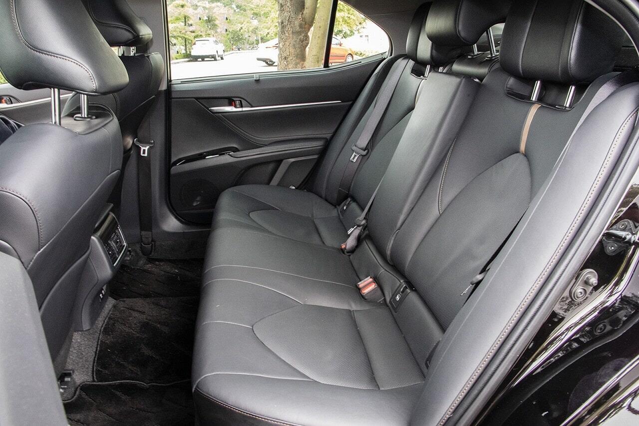 Hàng ghế thứ 2 trên Toyota Camry