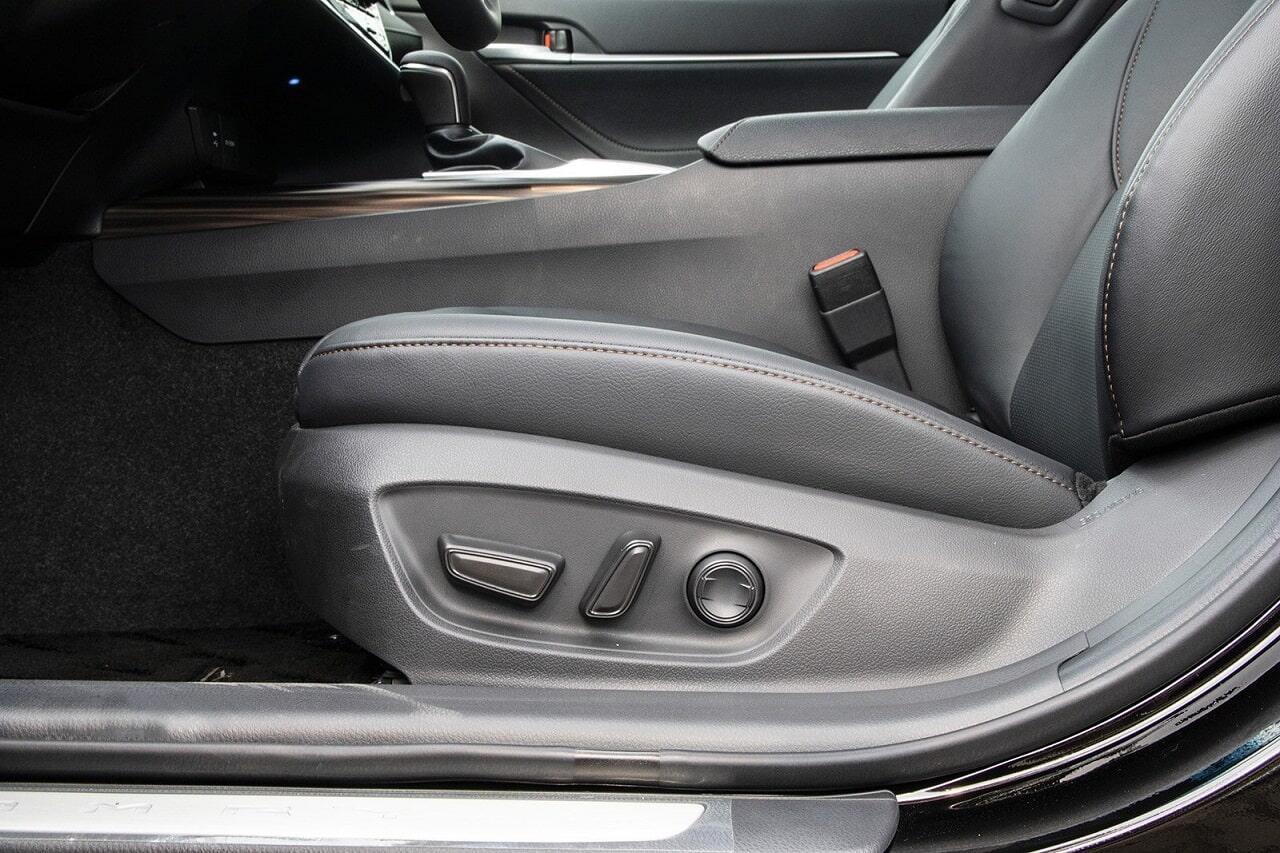 Ghế lái chỉnh điện Toyota Camry