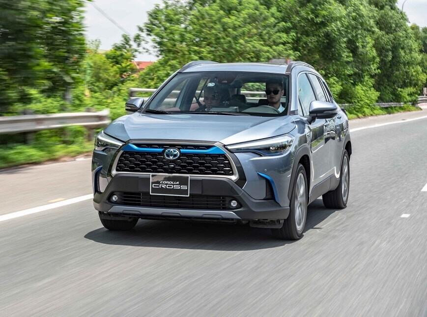 Khách hàng đánh giá về Toyota Corolla Cross bản Hybrid