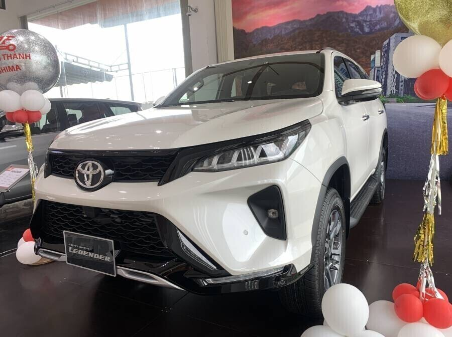 Toyota Fortuner Legender 2.8 AT Máy Dầu 4x4