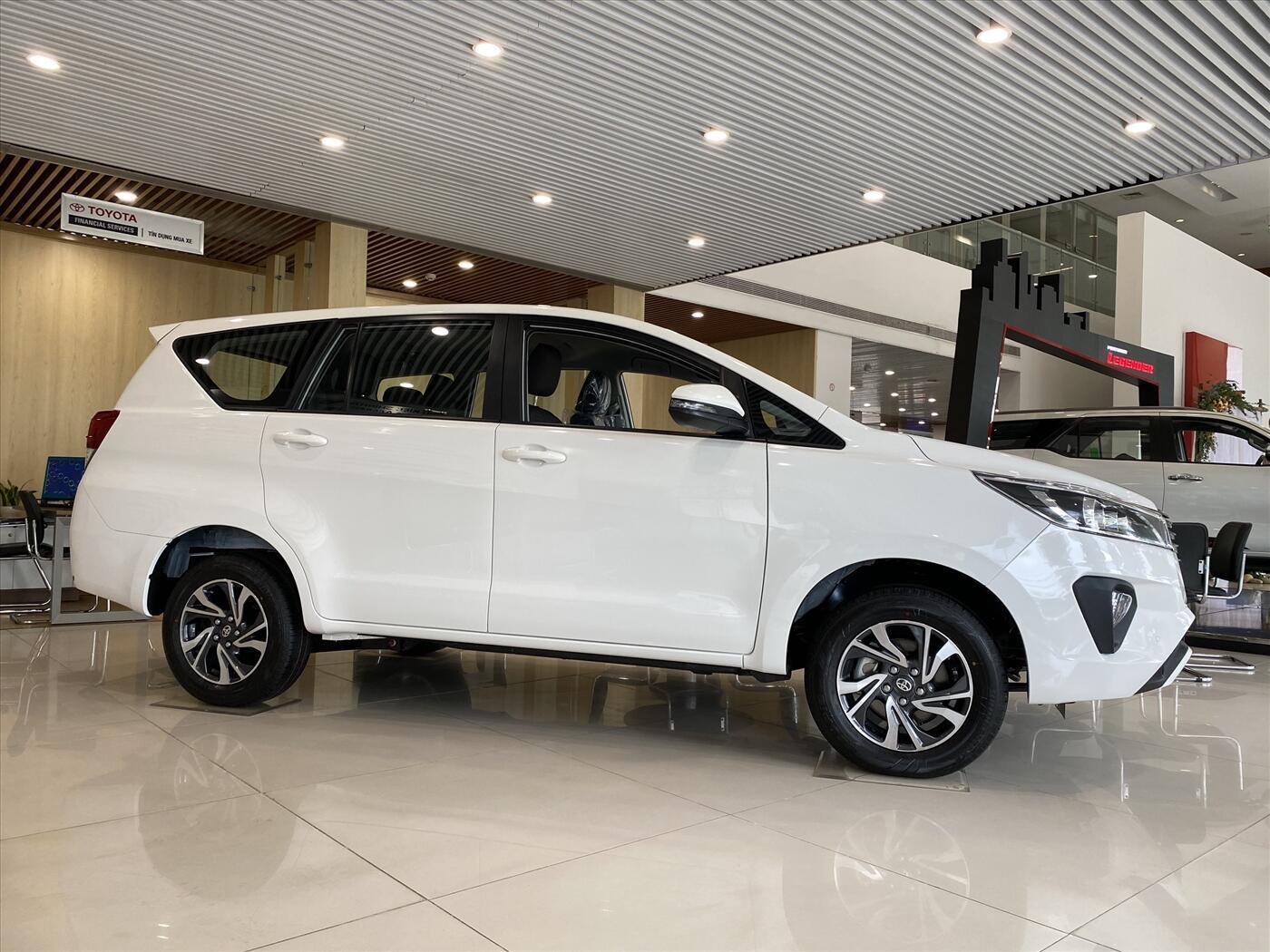 Toyota Innova G 2.0AT