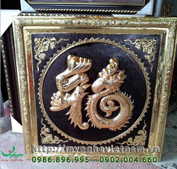 Tranh chữ Phúc rồng bằng đồng, kích thước khung 60x60cm; 80x80cm; 100x100cm. Chữ phúc được chạm theo hình con rồng phượng.