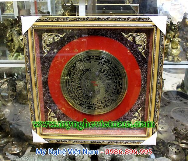 Tranh đồng mặt trống đồng ăn mòn bản đồ Việt Nam