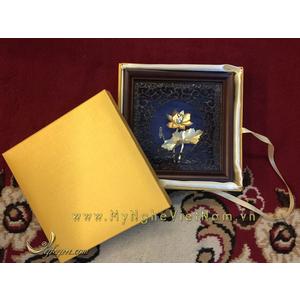 Tranh hoa sen mạ vàng làm quà tặng