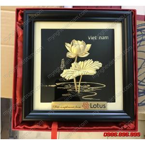 Tranh hoa sen dát vàng 20x20cm nền đen quà tặng để bàn