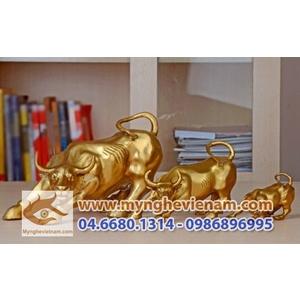Trâu húc bằng đồng mạ vàng, vật phẩm trang trí phong thủy