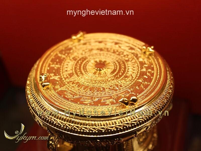 Trống đồng dát vàng 24k đk 8cm là sản phẩm làm quà tặng cao cấp dành cho đối tác, đối ngoại.