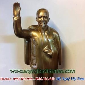 Tượng Bác Hồ giả cổ vẫy tay chào toàn thân cao 50cm