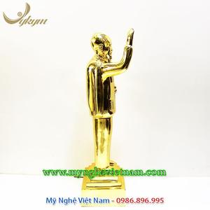 Tượng bác hồ vẫy tay chào mạ vàng 50cm