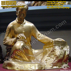 Tượng Bác Hồ ngồi viết Sử Đảng,bác hồ đọc báo bằng đồng