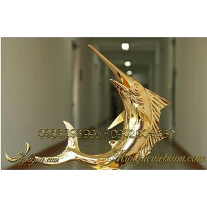 Tượng cá kiếm bằng đồng mạ vàng 24k