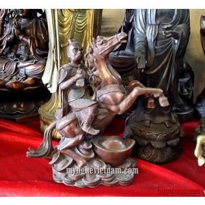Tượng khỉ cưỡi ngựa cầm ấn cao 23cm bằng đồng giả cổ