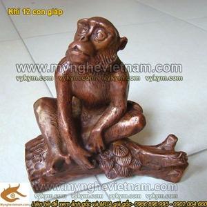 Tượng khỉ ngồi gốc cây cao 15cm bằng đồng để bàn làm việc