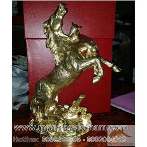 Tượng ngựa đồng nghệ thuật, sói cắn ngựa cao 30cm