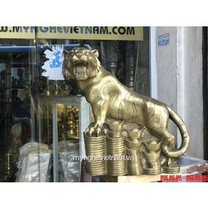 Tượng hổ đồng đứng trên tiền cao 30cm.