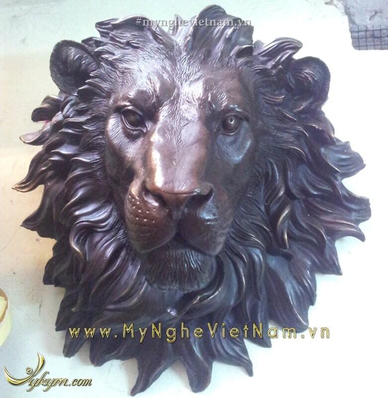 Tượng phù điêu đầu sư tử treo tường