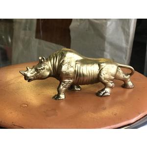 Tượng tê giác đồng vàng 18cm
