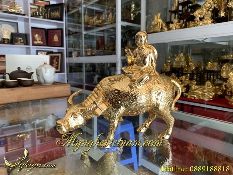 Tượng trẻ cưỡi trâu bằng đồng mạ vàng cao 25cm