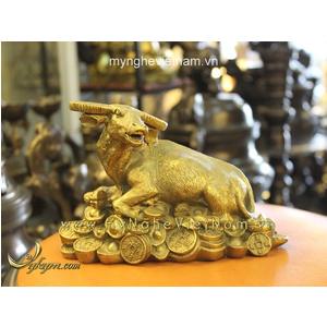 Tượng trâu đồng nằm tiền dài 17cm